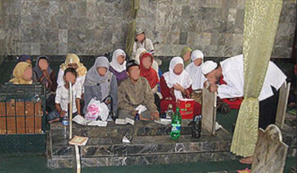 Syirik doa minta hajat di makam kubur wali